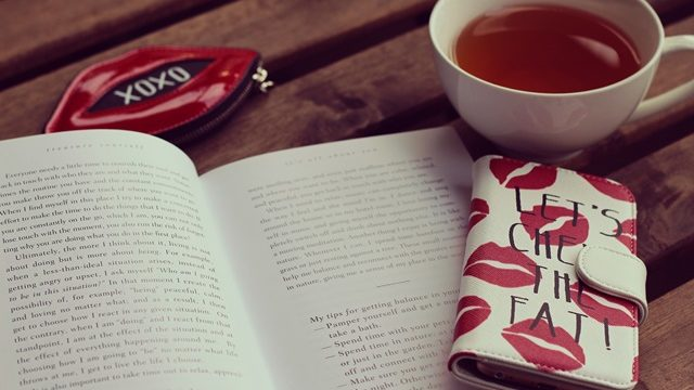 本とスマホ